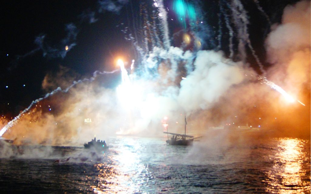 Discover Hydra on foot, island, Attica, fireworks, Miaoulia