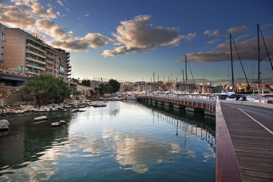 Photo-of-Marina-Zeas-Harbour